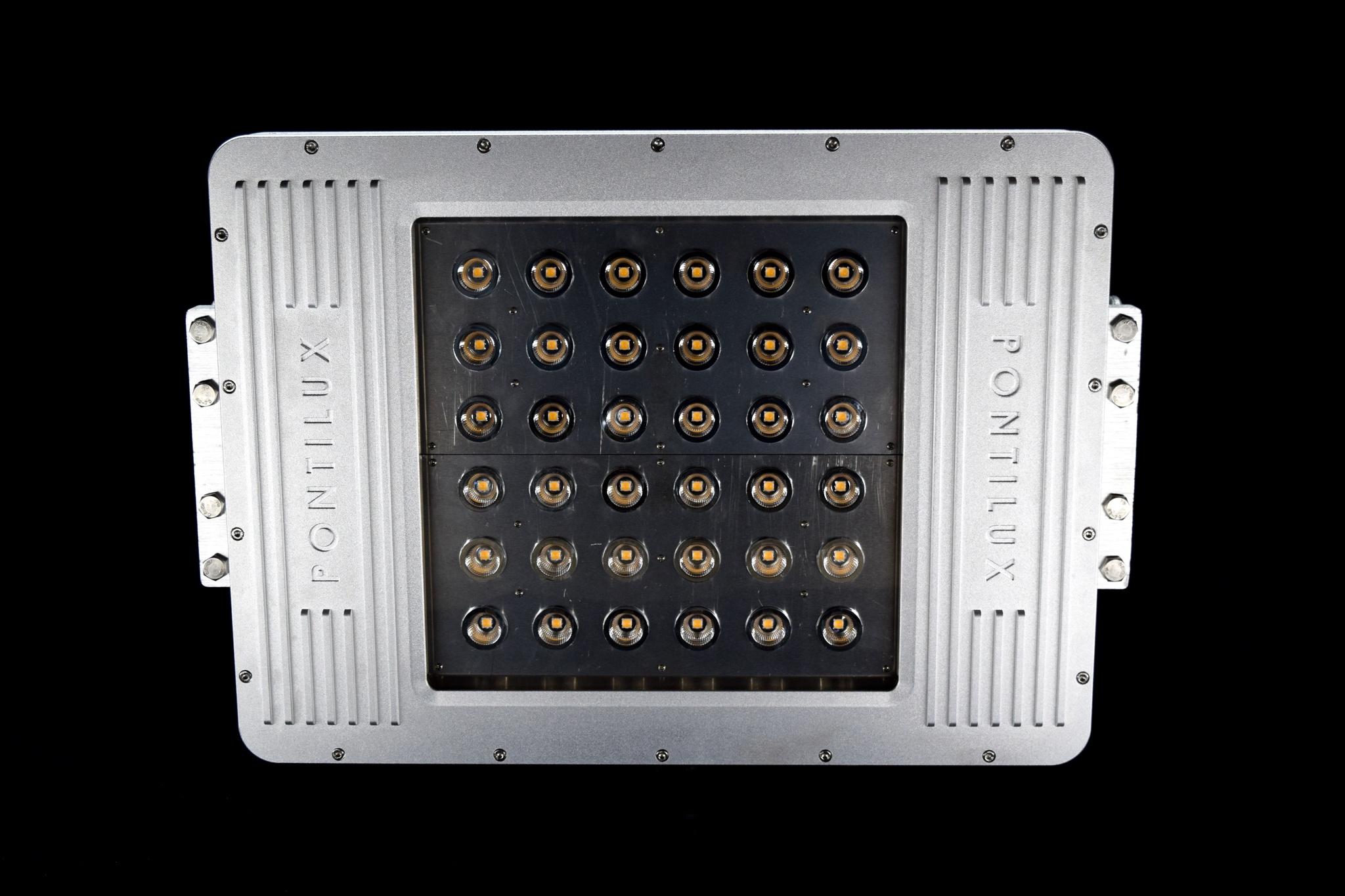 Colossus LED Mast Light